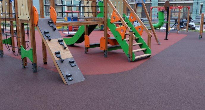 Покрытие из резиновой крошки на детской площадке