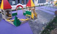Как выбрать толщину резинового покрытия для детской площадки