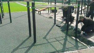 Как правильно выбрать покрытие для спортивной воркаут-площадки?