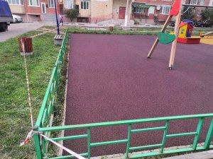 Как правильно выбрать качественное резиновое покрытие для детской площадки