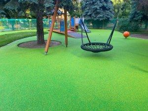 Знаете ли Вы, из чего изготовлено покрытие на детской площадке?